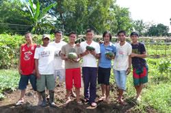 フィリピンのネグロス島で農業を始める若者たち