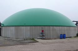 バイオガスタンクから出る消化液をためておくタンク