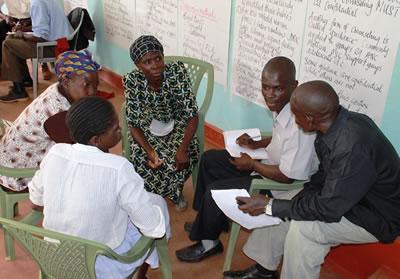 啓発リーダーたちはスキルアップのために年2〜3回の研修を受講します。