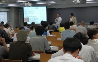 東京でのセミナー。移転住民の生活苦について話すティラワ影響住民(2014年6月)