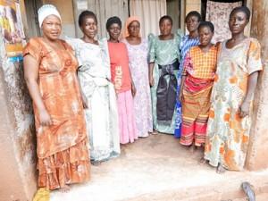 ジンジャ県のパートナー団体とシングルマザー