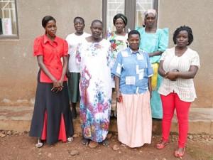 ルウェロ県のパートナー団体とシングルマザー