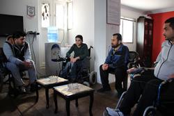 訪問看護終了後、別の団体と一緒に今後の活動案について話し合うミーティングに参加。ここには、負傷によって障がいを負った男性たちが集まっていました。