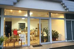 月並空間。七尾市の町中に温かい空間を生み出しています。