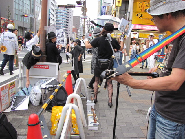 大須での抗議パフォーマンス のコピー
